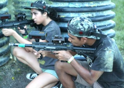 lasertag-two-friends