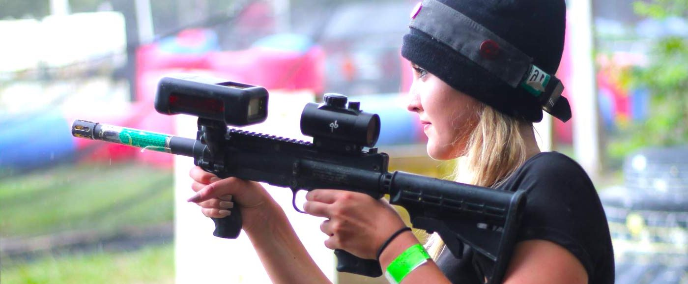 lasertag-young-girl-outdoors